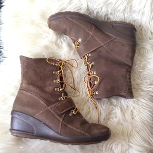 Timberland waterproof leather wedge ankle boot 9M